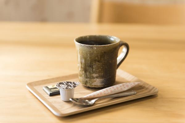 コーヒーを飲みながら張り替えのご相談