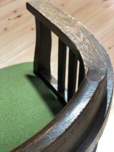 緑の回転椅子 側面