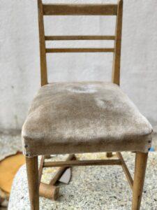 藁の椅子 正面