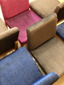 ストライプ柄の椅子3
